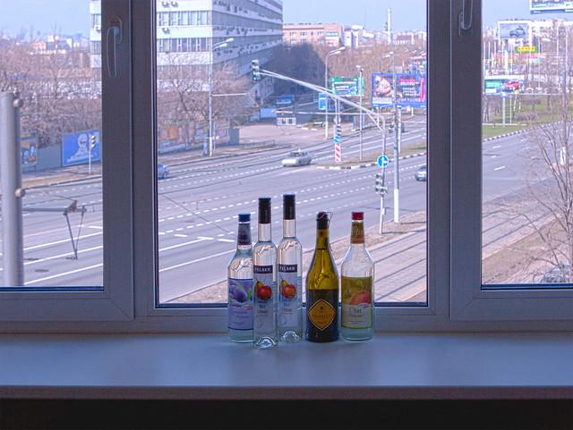 Помыл окно — Cleaned up the window