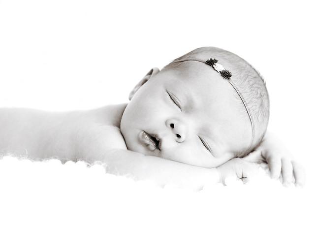 Newborn Lucy-11 bw