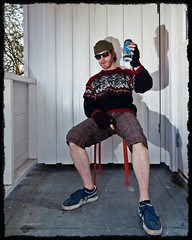 250. Sola Skinner (Lonyl) Tags: summer selfportrait beer canon spring funny norwegian tutorial lightroom pumashoes speedlite project365 365days strobist 40d photoscape 430exii milkywhitelegs lonyl jørnolavløkken