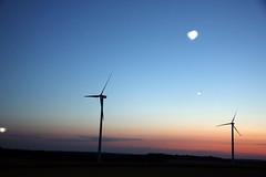 UFO- bei   Guggenberger Hhe  (Hardheim-Miltenberg) (frank hahner) Tags: blue sky clouds flying force wind space alien rder wheels himmel wolken ufo blau ufos kraft turbines fliegen weltraum windkraftrder auserirdische