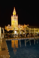 Giralda (Di Gutti (diegogutierrez79@gmail.com)) Tags: reflection tower pool night restaurant noche sevilla restaurante piscina seville andalucia reflejo andalusia giralda gettyimages