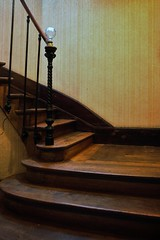 Le vieil escalier de bois ! The old wooden staircase! (Dubus Laurent) Tags: wood brown house france castle art yellow jaune walking wooden ancient nikon europe cage step chestnut framing banister chateau maison objet marron papier peint normandy escalier marche brun olds bois mut tapestry forme ligne ancien habitation straircase chose tapisserie rampe charpente matal demeure d90 vieil cadrage