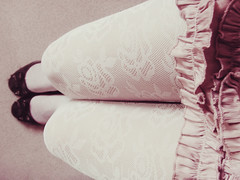 *Ladylike* (zombie brain for tea) Tags: pink roses blanco socks lady ribbons soft chica girly feminine rosa tights skirt can rosas suave medias femenino pollera moos