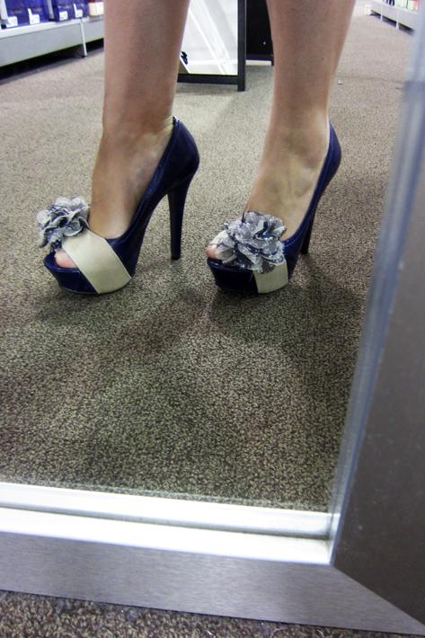 062411_shoesShopping03