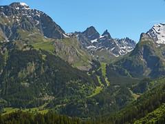 Zoom sur la monte au lac des vaches (Edouard55) Tags: france pralognan vanoise lesfontanettes lesbarmettes pointeducreuxnoir lacdesvaches pointedelagrandeglire pointedelapetiteglire pointedelepena moriond grandecasse