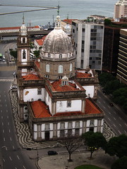 Candelria sozinha (Andre Carregal) Tags: presidente from above streets church rio riodejaneiro for avenida downtown do empty  centro igreja vista sure vargas avenue workday alto no semana av durante ruas candelria not sooc vazias certamente