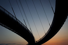 Vultan (Pensiero) Tags: bridge sunset sky man walking tramonto ponte uomo cielo roads strade pescara flashgordon vultan pontedelmare