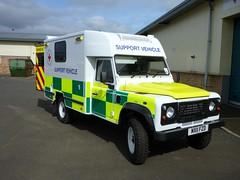 Nice air con unit on top. (barronr) Tags: scotland ambulance landrover efa westlothian britishredcross bathgate supportvehicle eventfirstaid