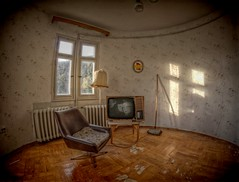 Der Partei Salon! Honecker TV! (Batram) Tags: urban home lost army tv place decay erich ddr salon exploration spa folks sender hdr gdr sed channel trespassing fernsehen wellness nationale nva urbex natinal honecker partei volksarmee erholungsheim