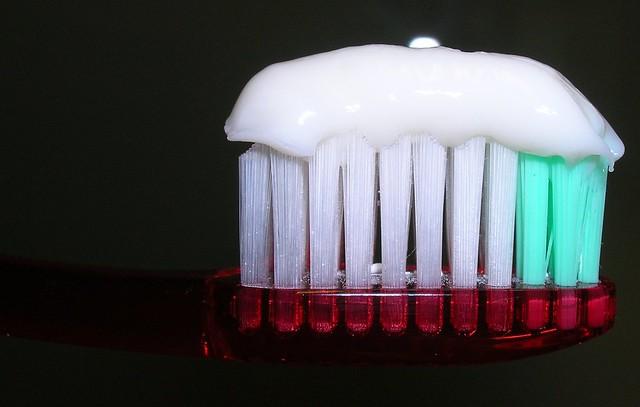 Dentífrico por encima del cepillo