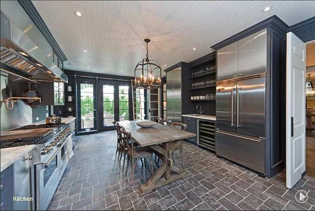 Showroom kitchen via H&H