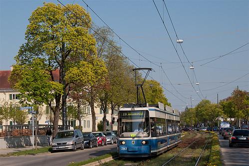R2-Wagen 2143 hat seine Endhaltestelle Willibaldplatz in wenigen Sekunden erreicht