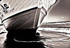 asilo politico (cristianolamantia) Tags: wood sea texture beach mare arabian barge spiaggia immigration sicilia legno arabo granelli immigrazione immigrati barcone asilopolitico manipolazioniarabine canon1000d