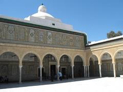 2011-01-tunesie-117-kairouan-medina-sidi sahab