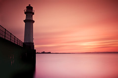 Newhven Lighthouse Sunset Easter Monday 2011 (Grant_R) Tags: longexposure sunset scotland edinburgh trinity leith newhaven firthofforth newhavenharbour heliopan nd30 newhavenlighthouse grantr 10stopper