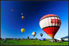 Balloons (Alan Mezzomo) Tags: show blue red sky verde green colors rio yellow festival azul balloons cores geotagged grande nikon do colours angle wide wideangle céu tokina vermelho amarelo polarizer angular riograndedosul sfc sul torres balonismo balões polarization grandeangular d90 polarizador sulfotoclube tokina1116mm geo:lat=29331352034164116 geo:lon=4974627113359071