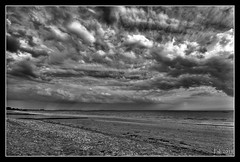 Beau temps terminé (skripink) Tags: sky bw mer clouds pentax sigma bretagne nb ciel 1020mm nuages seashore morbihan hdr kx damgan