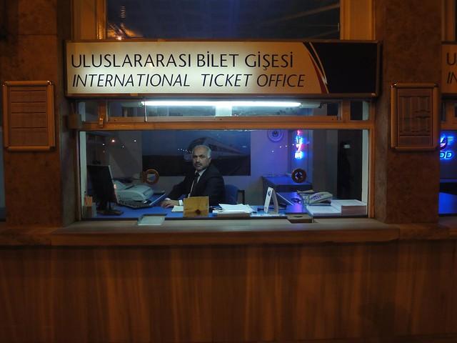 Guiché de compra de bilhetes internacionais em Istambul Turquia