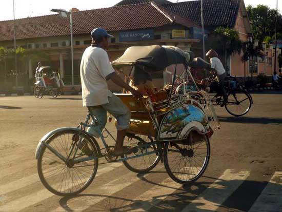 Indonesian Rickshaw or 'becak'  Photo: roundtriptoparadise.blogspot.com