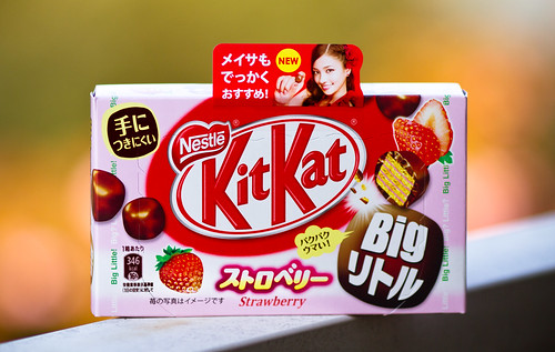 Kit Kat Strawberry Big Little (ストロベリー Big リトル) (2011 Box)
