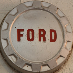 FORD (Leo Reynolds) Tags: hub canon word eos route66 cap 7d squaredcircle f56 hubcap oneword langeng iso640 115mm hpexif 0017sec onewordford grouponeword sqset064 xleol30x xxx2011xxx