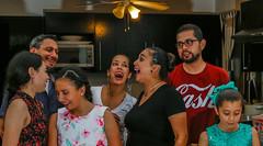 Cada quien su rollo. (arq.villasana) Tags: realpeople family friends house party casa familia amigos