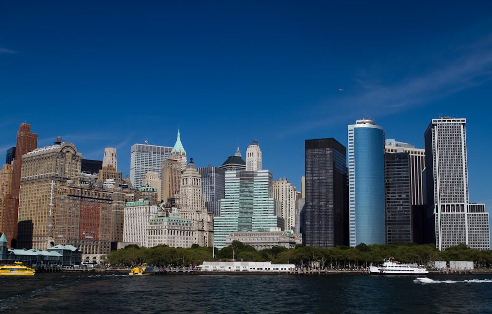 Saliendo del Pier 16, rumbo a la Estatua de la Libertad, se puede apreciar una increíble vista de los rascacielos de Nueva York.(Tetsu Espósito - Nueva York, Estados Unidos)