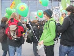 P3260014 (Anwalt Bernhard) Tags: demo am war stunden anti der fukushima infostand atom alle kamen grnen 120000 abschalten ber demonstranten gedrngel dichtes akws 26032011 mahnt