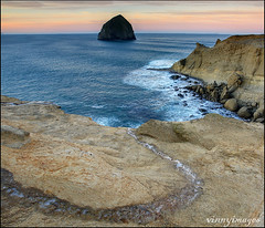 Curving on Ice (Vinnyimages) Tags: cold ice oregon sunrise sandstone northwest oregoncoast pacificcoast capekiwanda pacifc funplace vinnyimages wwwvinnyimagescom