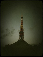 Self-restraint (moaan) Tags: tokyo evening twilight dusk utata tokyotower zojoji iphone 2011 zojojitemple eventide iphone4 gettyimagesjapanq2