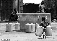 heavy water (Luca Tersi - Tech) Tags: africa camp water child uganda acqua idp pabbo