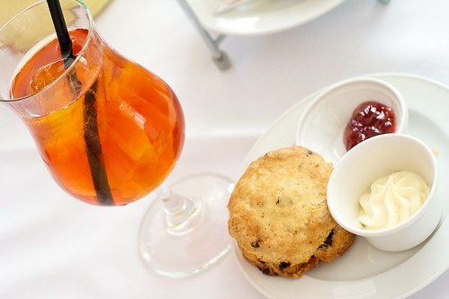 Urban Tea: Scone and iced tea