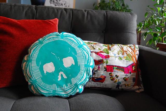 Skull Turquoise Pillow 01