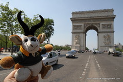 IMG_0012 (Dave Reinhardt) Tags: paris france arcdutriomphe teddybok