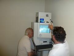 Contamos con un campímetro Humphrey de última generación, con diversos programas de estudio del campo según se desee valorar casos de glaucoma, enfermedades neurológicas o problemas de visión central.