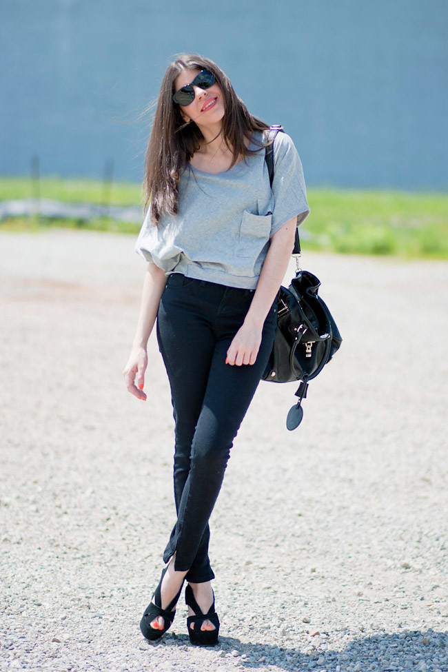 Crop Top, Topshop Skinny jeans, Dolce Gabbana Wedges Mariel Jeffrey Campbell shoes, Black leather bag