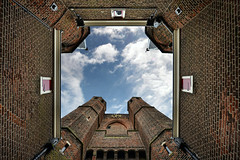 HAARLEM - right in the middle under the 'Amsterdamse Poort' (my poor neck) (Pieter Berkhout) Tags: sky haarlem lookingup citygate amsterdamsepoort pieterberkhout