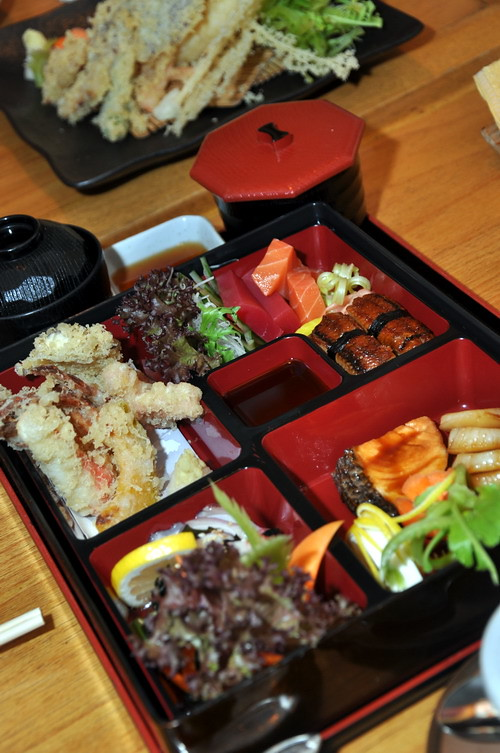 Kin No Uma Bento dinner set
