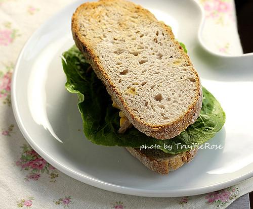麵包隨意吃。新版本鮪魚蛋沙拉-110630