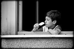 la finestra di fronte (F@bione©) Tags: party beach estate finestra gelato 24 festa ore bianco freddo nero volley fuoco caserma vigili pompieri ghiacciolo lissone