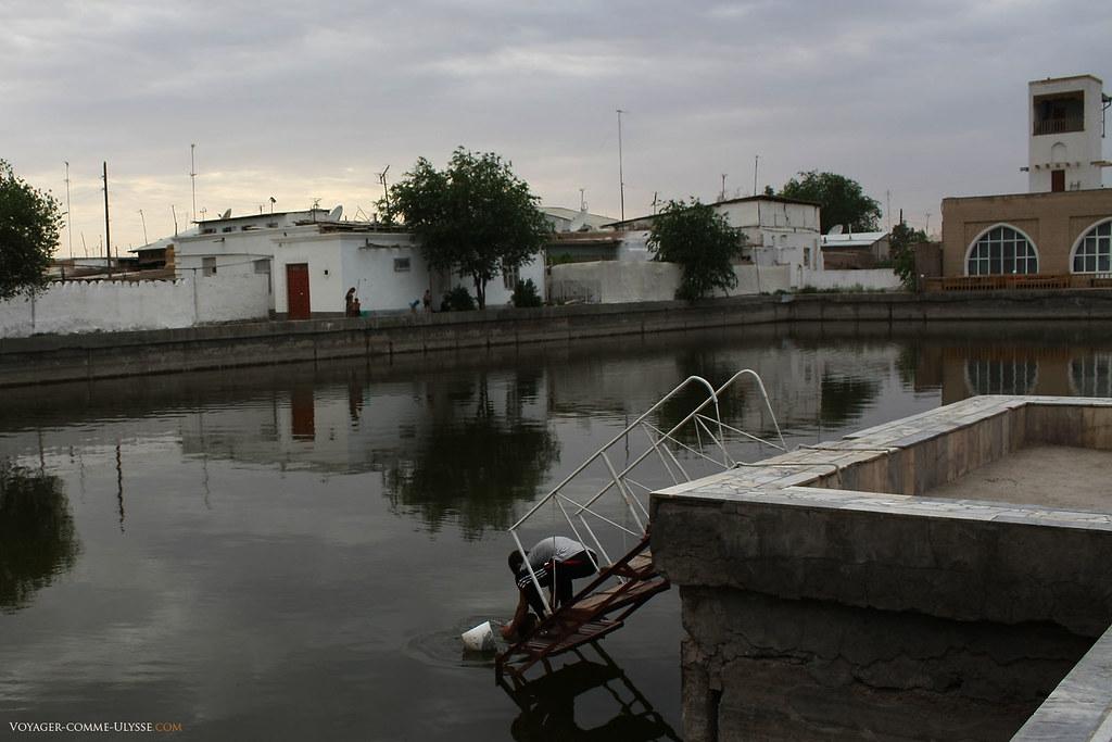 Bassin d'eau à Khiva