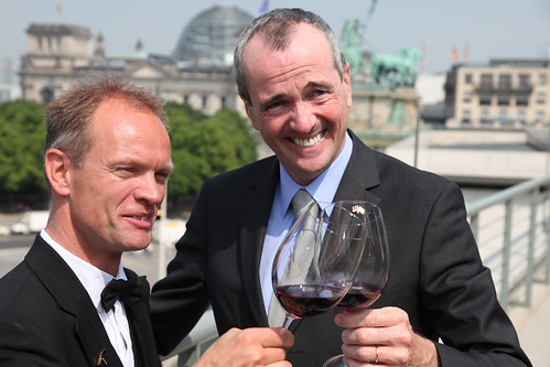 Sommelier Gunnar Tietz (left) and U.S. Ambassador to Germany Philip D. Murphy (right) enjoy a glass of California wine.