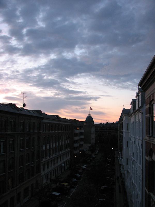 На фото вид из другого окна в 23-30