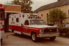 1977 Chevrolet- Modular Corp. Unit 1189, Nov. 1981. (Dr. Mo) Tags: chevrolet texas houston ambulance modular emergency 1977 firefighter ems firedepartment procar westuniversity drmo robertknowles