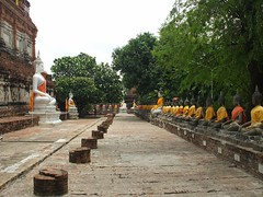 Ayutthaya, Wat Yai Chaya Mongkol (Stewie1980) Tags: statue thailand temple buddha finepix fujifilm wat chaya ayutthaya chedi yai mongkol a700 ประเทศไทย ไทย อยุธยา fujifilmfinepixa700