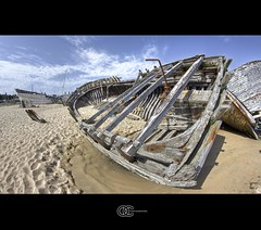 Ship Wreck 3 (OC Photographie) Tags: blue sea sky mer france water clouds canon river boat sand eau ship sable bretagne rivire fisheye bleu ciel wreck nuages morbihan hdr etel epave