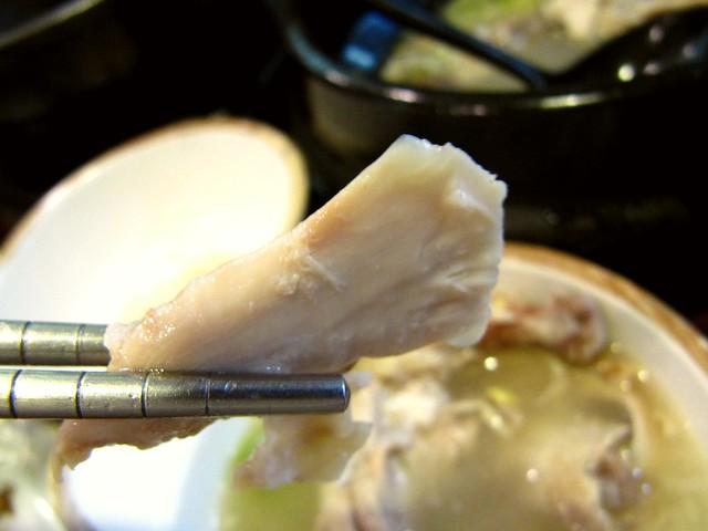 サムゲタンの鶏肉 韓国伝統家庭料理 本家(ボンガ)