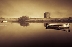 Threave Castle (.Brian Kerr Photography.) Tags: light shadow mist castle fog sunrise canon river landscape boats rocks osprey riverdee dumfriesandgalloway castledouglas threavecastle saariysqualitypictures eod5dmkii