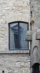 Volterra (MikePScott) Tags: camera italy window lens italia volterra pisa tuscany toscana builtenvironment architecturalfeatures nikon18200mmf3556 nikond300 featureslandmarks