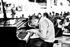 Concerto alla casa del Jazz - Giovanni Mirabassi piano solo (Massimo De Dominicis) Tags: explore biancoenero jazz4italy jazzlaquila ef85mmf18usm